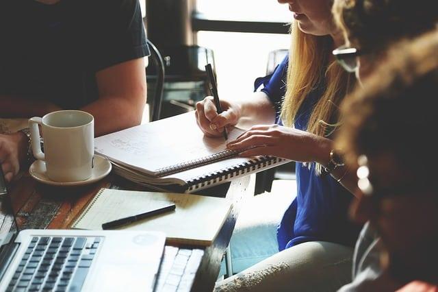 Arbeiten in Frankreich: 5 Tipps um sich optimal in den neuen Job einzufinden