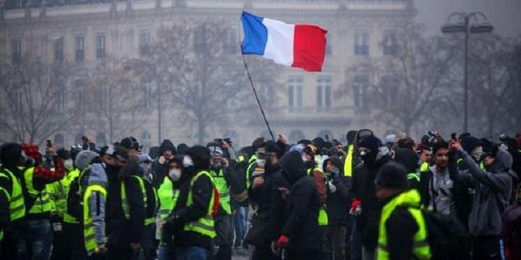Gelbwesten in Frankreich – Was steckt hinter dem Wutausbruch?